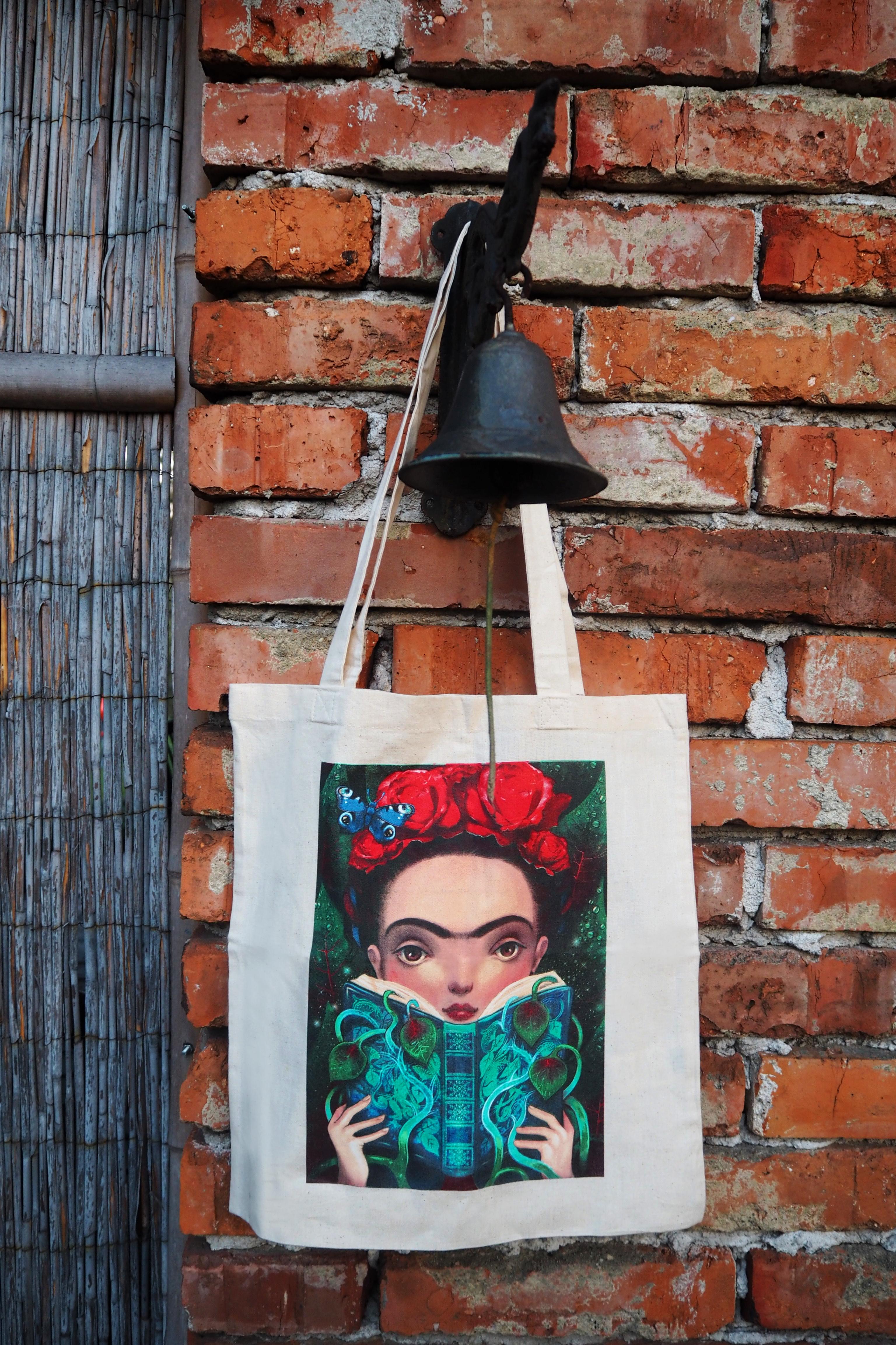 S potiskem Fridy Kahlo