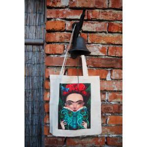 Plátěná taška s barevným vyobrazením Fridy Kahlo. Z druhé strany nápisy.