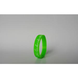 Silikonový náramek světle zelený s bílým nápisem - malý