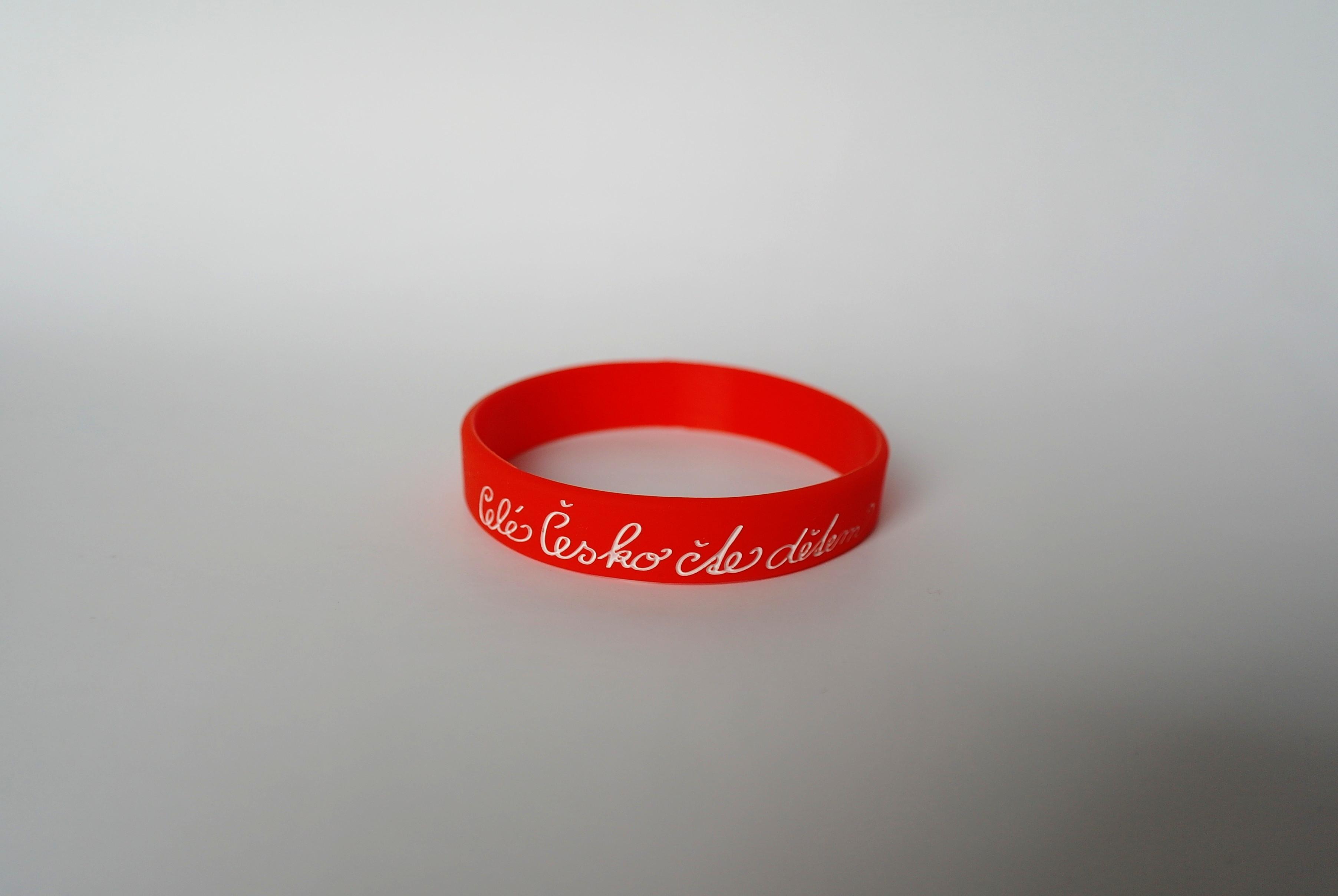 Silikonový náramek červený - malý